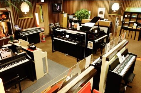 店内 ピアノ